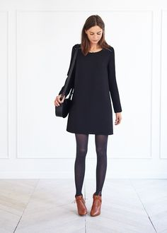 If you avoid shorter dresses because of your curves, here's a good idea: stockings! Black Dress Outfits, Fall Outfits, Casual Outfits, Look Fashion, Fashion Outfits, Womens Fashion, Estilo Street, Mode Lookbook, Look Formal