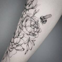 """Gefällt 1,350 Mal, 4 Kommentare - Frauke Katze (@fraukekatze) auf Instagram: """"Details.  #peonytattoo #flowertattoo #botanicaltattoo #fraukekatze #fraukekatzetattoo…"""""""