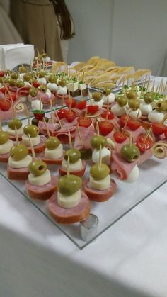 Party Dishes Party Buffet Party Platters Sandwich Platter Party Finger Foods Party Snacks Housewarming Food Laid Back Wedding Cocktail Party Food Appetizers Table, Wedding Appetizers, Appetizer Recipes, Toothpick Appetizers, Recipes Dinner, Meat Appetizers, Picnic Recipes, Party Recipes, Party Trays