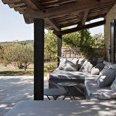 terrasseombrageeparuntoitetamenageedegrandscanapes.jpg (640×640)