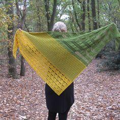 Haakpatroon Trio Omslagdoek Crochet Shawls And Wraps, Knitted Shawls, Crochet Scarves, Crochet Clothes, Crochet Home, Hand Crochet, Knit Crochet, Loom Knitting, Knitting Patterns