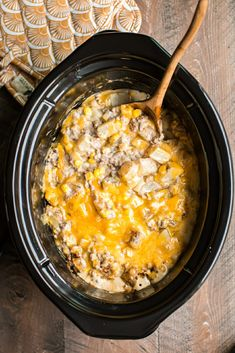 I have a fun recipe for you today. This Slow Cooker Hamburger Hash recipe turns … I have a fun recipe for you today. This Slow Cooker Hamburger Hash recipe turns out wonderful! Tender Potatoes, sauce, meat, corn and cheese. Slow Cooker Hamburger Hash, Hamburger And Potatoes, Crock Pot Slow Cooker, Slow Cooker Recipes, Hamburger Hash Brown Casserole, Slow Cooker Casserole, Healthy Crockpot Recipes, Meat Recipes, Cooking Recipes