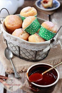 Pyszne pączkowe muffiny - w smaku przypominają pączki angielskie. Bardzo smaczne i ekspresowe w przygotowaniu.