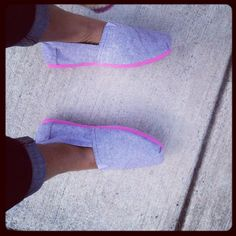 Purple and pink Toms