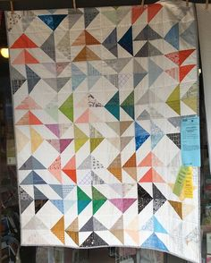 We love this HST quilt made by @heatherjoydavidson using all @carolynfriedlander's fabrics! #sistersoutdoorquiltshow2016