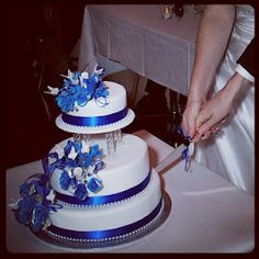 I had a similar idea when planning my cake design. Simple, yet so beautiful!