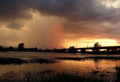 Heavy rain next to Maritza River, Svilengrad, Bulgaria. Fuertes lluvias en la proximidad del río Maritza. Schwerer Regen in der Nähe vom Maritza-Fluss. Realwobbler