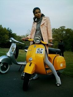 Foto from an early Retrospective Scooters fotoshoot, taken at Alexandra Palace, North London - www.retrospectivescooters.com