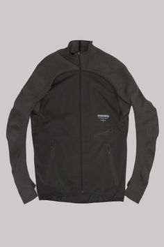 The Nike Gyakusou Engineered Knit-Sleeve Composite Men's Running Jacket is made from highly wind- and water-repellant fabric in a streamlined design to help keep you dry and warm when you're running i