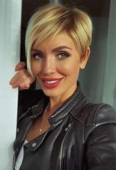 30 Cool Short Pixie Haircut Design Ideas -Short Hairstyle For Fine Hair - The Secret of Modern Beauty Pixie Haircut For Round Faces, Pixie Haircut For Thick Hair, Longer Pixie Haircut, Long Pixie Hairstyles, Haircuts For Fine Hair, Short Pixie Haircuts, Cut Hairstyles, Pixie Haircut Fine Hair, Cool Haircuts For Women