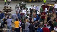 Bobcat Machines Fill and Move Sandbags During Fargo-Moorhead Flood of 2009 – Bobcat Videos