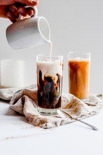 Vanilla and Cinnamon Coffee Creamer – The Wooden Skillet Vanille-Zimt-Kaffeesahne – Die Holzbratpfanne Dairy Free Coffee Creamer, Vanilla Coffee Creamer, Cinnamon Coffee, Coffee Maker, Coffee Coffee, Paleo Creamer, Clean Coffee Creamer, Coffee Candy, Coffee Creamer Recipe