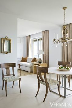 Home design and interior decorating is what VERANDA magazine is all about. Home Interior, Interior Decorating, Interior Design, Bright Rooms, Transitional Decor, Transitional Kitchen, Dining Room Design, Dining Rooms, Dining Area