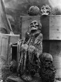 Mummy and skulls found 1915 in a cave in Peru.