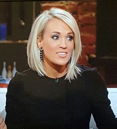 Carrie Underwood 2016 - Love this cut and color! - My hairstyle Hair Styles 2016, Medium Hair Styles, Short Hair Styles, Medium Curly, Blonde Hair Cuts Medium, Medium Bobs, Hair Medium, Hair Color And Cut, Hair Colour
