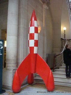 """La BD se glisse dans la """"Musée de la bande dessinée"""" à Bruxelles, avec une sculpture issue de la BD d'HERGÉ """"LES AVENTURES DE TINTIN Objectif: la Lune"""". C'est le travail du sculpteur."""