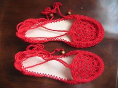 Crocheted shoes? I could attempt this when I'm feeling reeeeeally ambitious {esdovi.com}