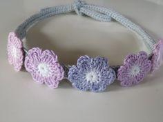 Süßes Häkel-Haarband mit Blumen