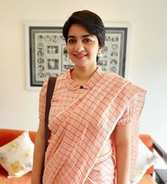 Evergreen cotton print pattern blouse never out of style! – LIFESTYLE Vlogs kalamkari & cotton print pattern blouse to try this summer 2020 . Try this look at SM Studio Now try this different looks of kalamkari, ikat print blouse for all those sunn… Saree Jacket Designs, Cotton Saree Blouse Designs, Saree Blouse Patterns, Designer Blouse Patterns, Designer Saree Blouses, Dress Patterns, Sari Design, Diy Design, Interior Design