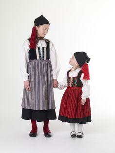 Icelandic national costume - Girls, 19 century.
