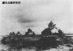 聯隊主力の「八九式中戦車」の隊列。