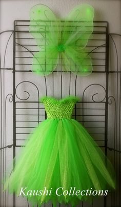 Disney Tinkerbell Tutu Dress with Wings :: Costume for Halloween. Best Picture For No Sew Tutu dress For Your Taste You are looking for something, and it Tutu En Tulle, Tulle Dress, Tutu Dresses, Halloween Kostüm, Halloween Costumes, Fairy Costumes, Woman Costumes, Couple Costumes, Disney Costumes