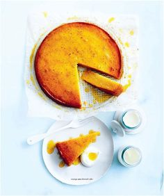 They taste good, they look good, and they're made by good people — talented bakers from around the world. Today, Australian cookbook author Donna Hay shares an orange-infused cake from her. Summer Dessert Recipes, Easy Desserts, Donna Hay Recipes, Orange And Almond Cake, Citrus Cake, Springform Cake Tin, Semolina Cake, Food Photography Tips, Photography Composition