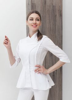 Жакет с фигурным бортом и баской Spa Uniform, Scrubs Uniform, Hotel Uniform, Doctor White Coat, Dental Uniforms, Scrubs Outfit, Lab Coats, Uniform Design, Medical Scrubs