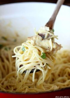 Tender pasta and juicy grilled chicken is mixed with a cheesy sauce to make this Cheesy Garlic Chicken Spaghetti. Garlic Chicken Pasta, Chicken Pasta Dishes, Garlic Spaghetti, Chicken Spaghetti, Cheesy Spaghetti, Spaghetti Casserole, Grilled Chicken Strips, Chicken Strip Recipes, Cheesy Sauce