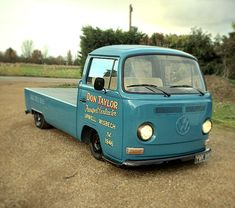 Classic Car News Pics And Videos From Around The World Volkswagen Minibus, Vw T1, Mini Trucks, Cool Trucks, Kombi Pick Up, Vw T2 Camper, Van Car, Combi Vw, Bus Life