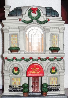 Dept. 56, Christmas in the City, Grand Hotel