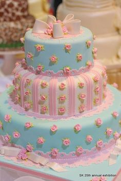Pretty Shabby Chic cake-love the color combo on this.