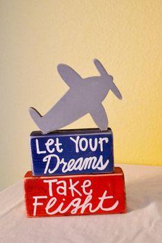 La mala noticia es que el tiempo vuela.  La buena noticia es que tú eres el piloto. #Frase #Quote #Saying #Travel #Airplane