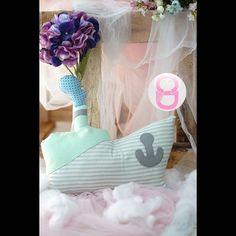 """Kode : kapal  Material : katun dan busa silikon premium tidak membuat alergi  Mengenalkan ke anak bentuk-bentuk dengan cara yang simpel  Sebagai metode pembelajaran yang menyenangkan karena bisa custom warna.  Mengembangkan daya kreasi anak dalam mengenal bentuk  hub kontak kami  wa : 082330502929 line @ : ( """"@"""" pakai @kvp1280f)  #baby #babygift #nursingpillow #breastfeedingpillow #bonekabayi #babyhampers #souvenir #bantalhuruf #bonekahuruf #lettercushion #toy #handmadetoys #goodybag…"""
