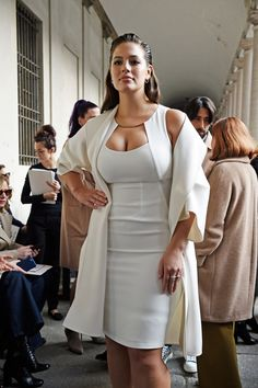 Will the Runway experience using curvy-sexy-figures also force these designers to expand their size availability? I hope so. Size zero is so pase! #AshleyGraham