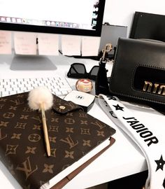 Louis Vuitton Planner, Louis Vuitton Handbags, Louis Vuitton Monogram, Mode Converse, Sacs Louis Vuiton, Luxe Life, Luxury Bags, Luxury Lifestyle, Girly Things
