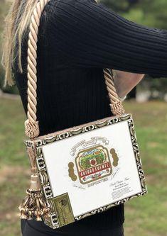 Cigar Box Purse - VLM Collection handmade by Victoria No. Cigar Box Projects, Cigar Box Crafts, Diy Projects, Diy Handbag, Diy Purse, Handmade Purses, Handmade Gifts, Cigar Box Purse, Altered Cigar Boxes