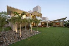 A Residência Urbana / Hiren Patel Architects