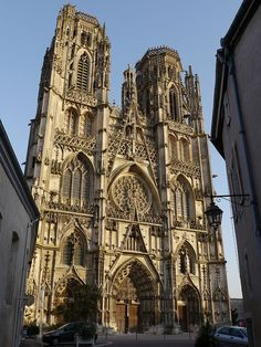 Toul Cathedral (Cathédrale Saint-Étienne de Toul) is in Toul, Lorraine, France, and a fine example of Gothic architecture. It was formerly the seat of the Diocese of Toul, created in 365 and merged in 1824 with the Diocese of Nancy Architecture Romane, Romanesque Architecture, Sacred Architecture, Cultural Architecture, Religious Architecture, Church Architecture, Classic Architecture, Saint Etienne, Cathedral Basilica