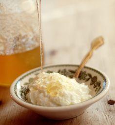 "How to Make Greek Yogurt JUST LIKE   ""GREEK GODS"" Yogurt. YAY! I can finally find a substitution to my addiction."