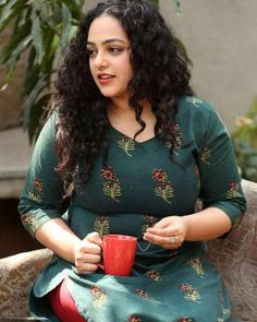 Tamil, Telugu, Malayalam and Kannada Actress Nithya Menen Interview About AWE Telugu Movie Pictures Gallery Page 2 of 4 Actress Pics, Indian Film Actress, Indian Actresses, Most Beautiful Bollywood Actress, Beautiful Actresses, Indian Bridal Photos, Nithya Menen, South Actress, Indian Beauty Saree