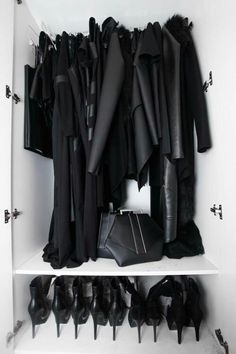 Isabelle lightwood shadowhunters the mortal instruments city of bones Isabelle Lightwood, Black Closet, Black Wardrobe, My Wardrobe, Wardrobe Rack, Black Women Fashion, Look Fashion, Fashion Outfits, Black Aesthetic Fashion