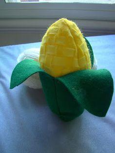 Felt Corn Tutorial - Cook Clean Craft. Malia loooooooves corn on the cob. I'll have to make her a couple of these.