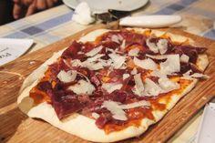 pizza de cecina con mozzarella de pimenton