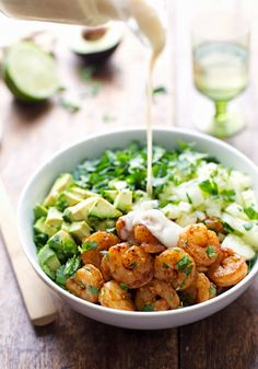 SHRIMP AND AVOCADO SALAD WITH MISO DRESSING. EASIER RECIPE¡