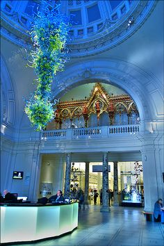 Chihuly--Victoria and Albert, Kensington, London