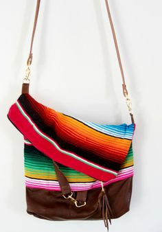 Need the perfect size purse for all of your essentials? Grab this and go for a day out. Perfect for shopping, travel and theme parks. Transforms in