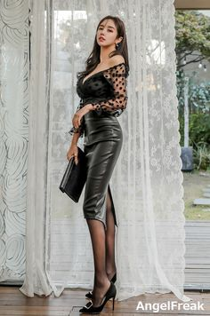 Black Leather Skirts, Leather Dresses, Rock Outfits, Cute Casual Outfits, Leder Boots, Belle Silhouette, Pencil Skirt Outfits, Sexy Legs And Heels, Sexy Skirt