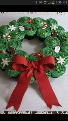 Wreath of cupcakes