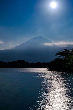 Mt. Fuji with the moon, Japan | Hidetoshi Kikuchi 富士山